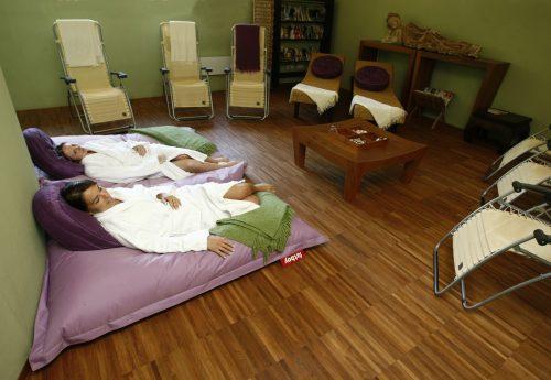 סדנת יוגה עם שלום זוהר בצ׳כיה בשבועות