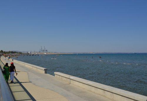 חבילת יוגה בקפריסין על הים