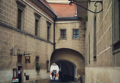 ריטריט פילאטיס, יוגה ותנועה בצ'כיה